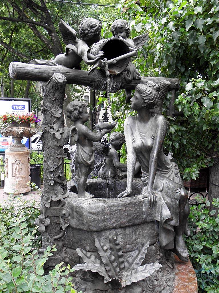 эксклюзивный вид колодца изготовленного под скульптуру с ангелами