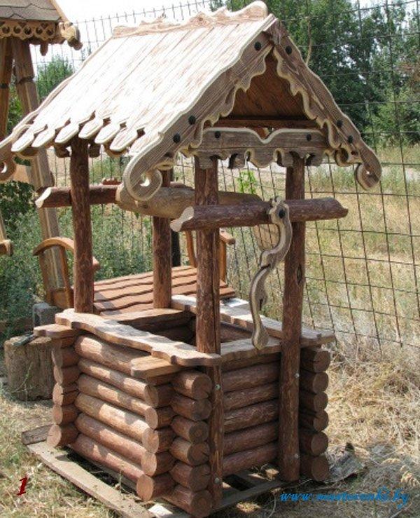 старинный декоративный колодец с элементами резьбы по дереву, всегда достойное решение на вашем земельном участке