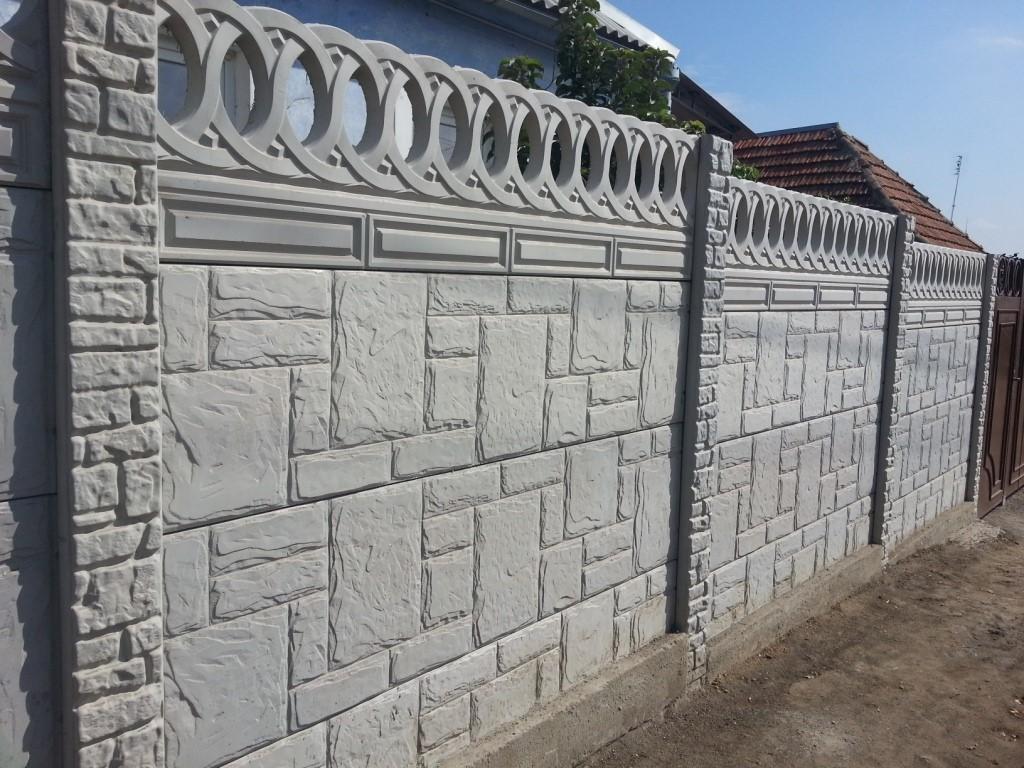 Заборы из бетонных плит – пустотные, декоративные, железобетонные