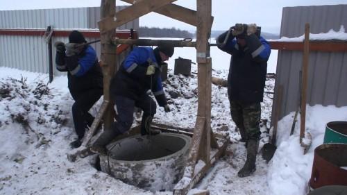 Зимой самому выкопать колодец довольно проблематично но все же возможно. Правда почва должна быть благоприятной