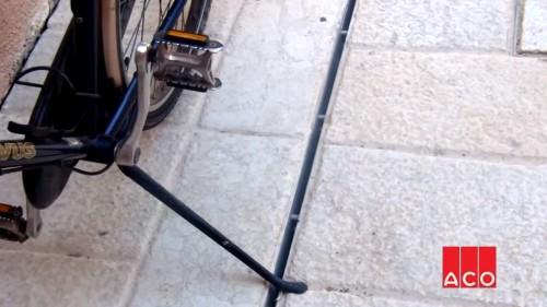 Щелевые решетки между тротуарной плиткой