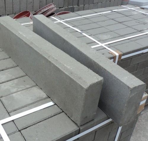 вибропрессованный тротуарный бордюр 780х150х80