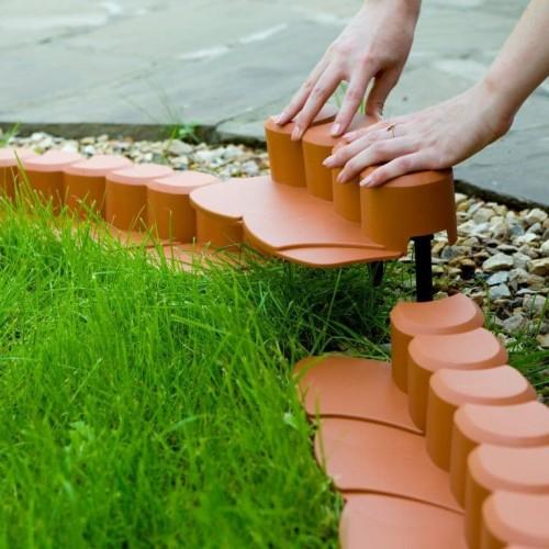 красный декоративный пластиковый бордюр для сада
