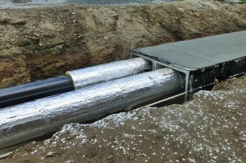 изолирование труб и накрывание плитой перекрытий